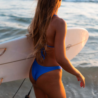 בגד ים כחול – גלישה