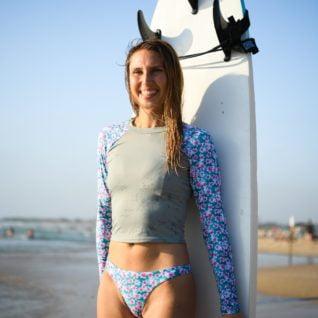 חולצת גלישה לנשים – הדפס פלומריה לילי ביקיני